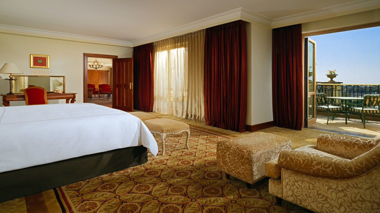 Executive Suite spacious bedroom with private balcony